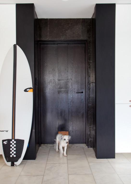 juliette-calaf-interiors-black-entryway-front-door-small-dog