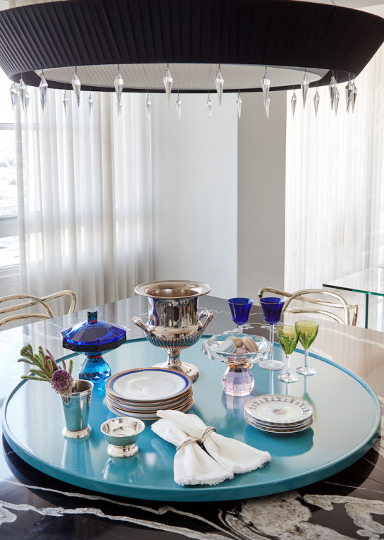 juliette-calaf-interiors-dining-room-table-settings-lazy-susan