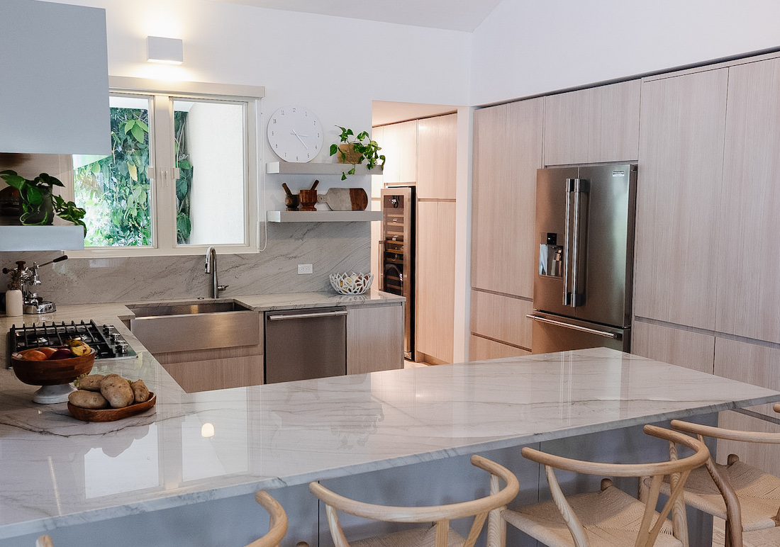 kitchen-counter-barstools-stainless-steel-appliances
