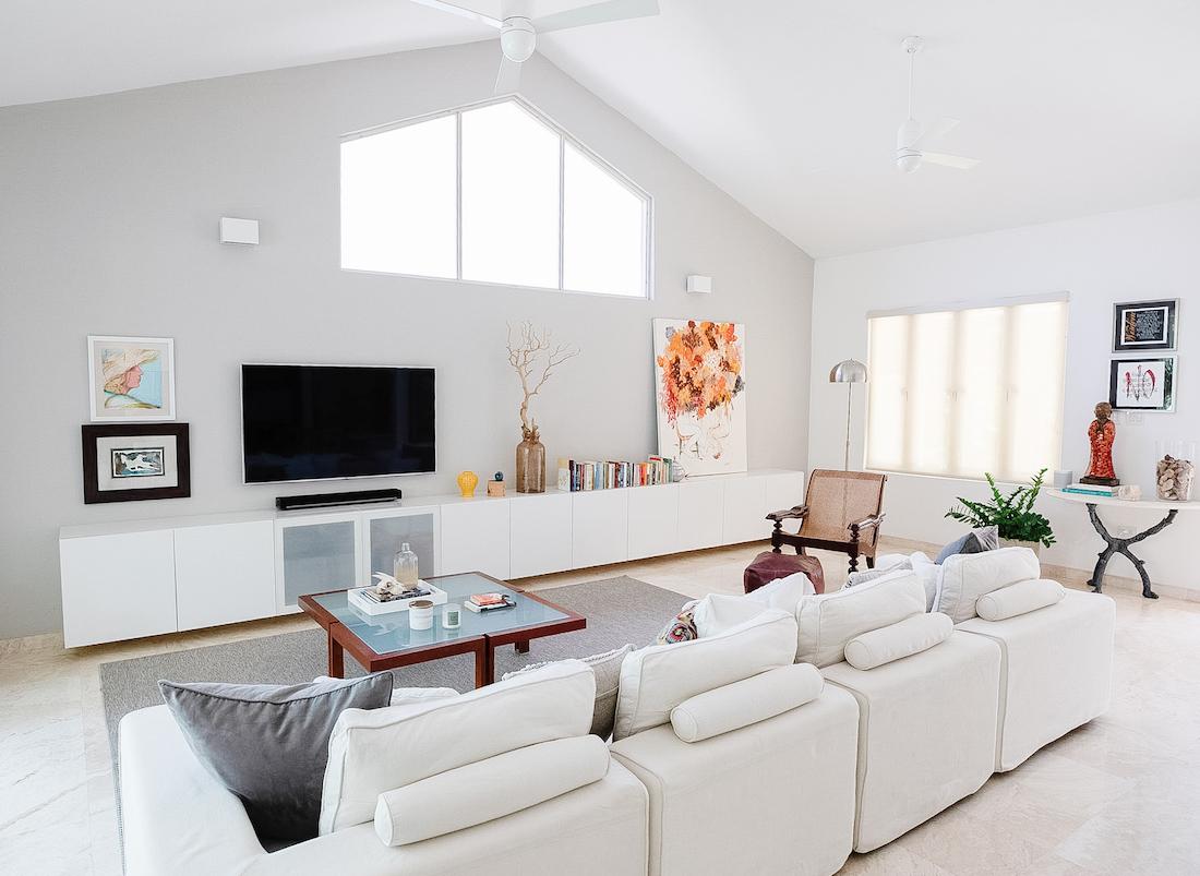 white-sectional-sofa-living-room-interior-design-juliette-calaf
